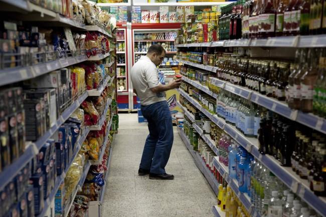 hombre-compra-supermercado-getty