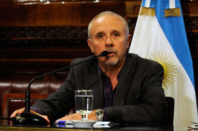 Vicente Lourenzo, secretario de la CAME, durante el plenario de Comisiones de Presupuesto y Hacienda y Economia Nacional en el Salon Illia del Senado de la Nacion, el 18 de Marzo del 2016.