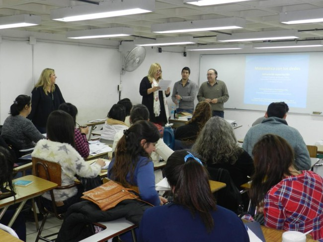 La Mgtr. Kanobel presentó al Dr. Rodríguez y al Ing. Véliz