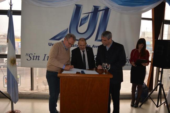 Los Ings. Jorge Omar Del Gener, Jorge Matricali y Jorge Ferraresi firman el convenio