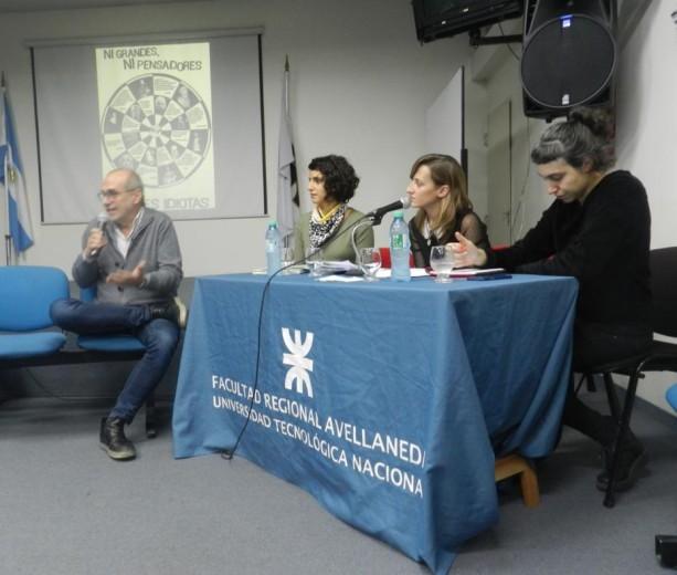El Lic. Luis Garaventa presentó a las disertantes