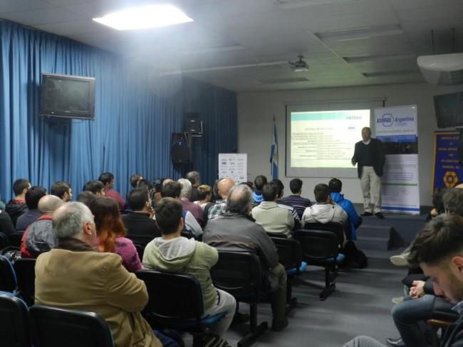 La charla se brindó en el Salón de Videoconferencias