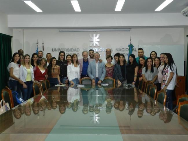 El Ing. Jorge Omar Del Gener, junto con el Ing. Sebastián Blasco, recibió a los estudiantes brasileños